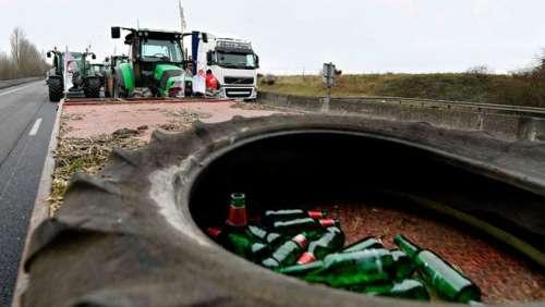 Arrêté ivre au volant de son tracteur sur l'A77, un éleveur du Cher s'enfuit pour une course-poursuite de 6 km
