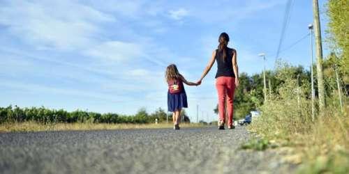 «Le parent hyperconnecté à son portable risque de se déconnecter de son enfant»