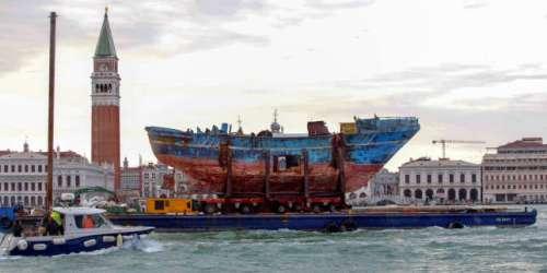 L'épave «Barca Nostra», œuvre phare de la Biennale 2019, toujours en rade à Venise