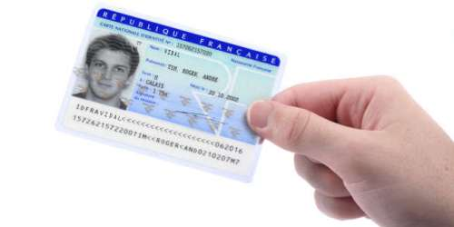 «En décidant de traduire en anglais seulement notre nouvelle carte d'identité, nous avons tout faux»