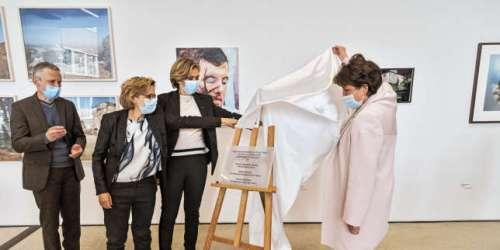 Valérie Pécresse et Roselyne Bachelot à l'ouverture du nouveau site du FRAC: c'est peut-être un détail pour vous…