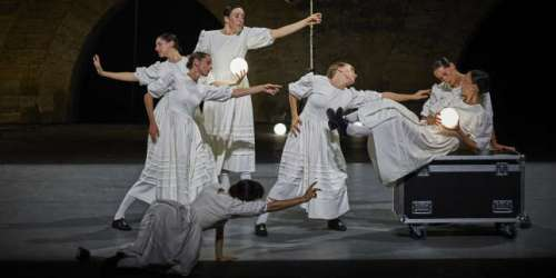 A Avignon, le tourbillon existentiel du metteur en scène et chorégraphe Marcos Morau