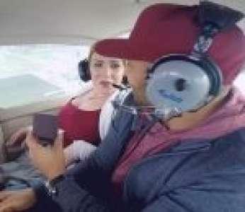 Un homme n'avait pas prévu d'avoir le mal de l'air pendant sa demande en mariage dans un avion (États-Unis)