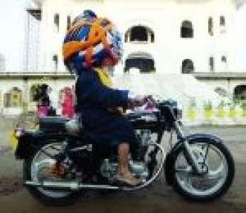 Baba Avtar Singh et le plus grand turban du monde (Inde)