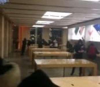 Des casseurs dévalisent un Apple Store pendant la manifestation des gilets jaunes à Bordeaux