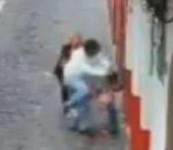 Un voleur de sac ne s'en prend pas aux bonnes personnes (Mexique)