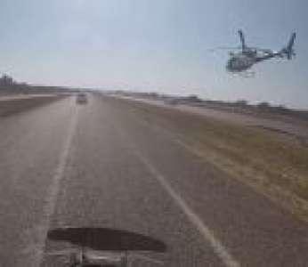 Une spectaculaire course-poursuite entre la police et une voiture volée (Afrique du Sud)
