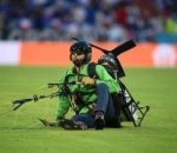 Un ULM de Greenpeace manque de s'écraser en tribune pendant France-Allemagne (Euro 2021)