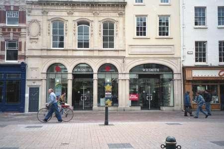 Une nouvelle stratégie déployée pour les librairies britanniques WH Smith