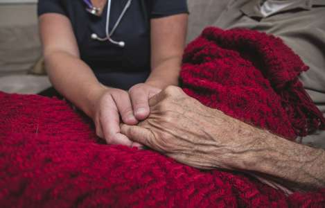 Le Collège des médecins veut que les «superinfirmières» pratiquent l'aide médicale à mourir
