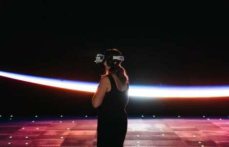 «L'Infini» de l'espace, les deux pieds sur Terre