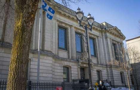 La bibliothèque Saint-Sulpice dans un triste état