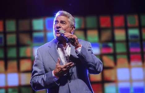 Le chanteur Michel Louvain est hospitalisé d'urgence pour un cancer