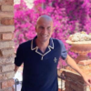 Zinédine Zidane à Ibiza : torse nu pour une virée en mer, avec ses fils et son bichon