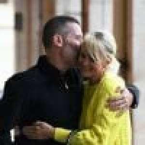 Laeticia Hallyday et Jalil Lespert fous d'amour : baisers et câlins à Paris... Johnny n'est jamais loin !