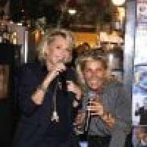 Sophie Davant : L'animatrice fait le show au karaoké avec Caroline Margeridon