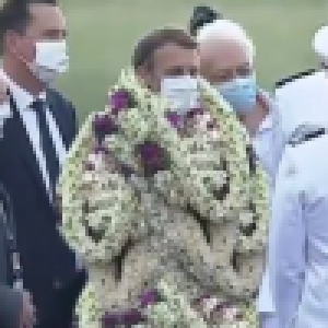 Emmanuel Macron couvert de fleurs en Polynésie ? Le chef de l'Etat victime d'un hilarant montage