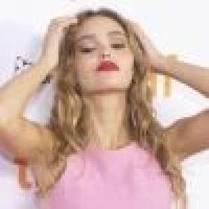 Lily-Rose Depp : Lèvres rouges et look rose bonbon, craquante après le Met Gala