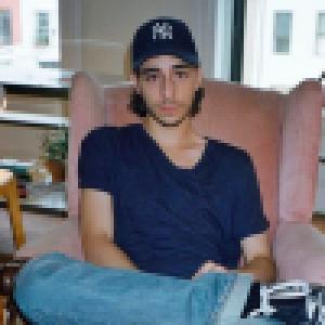 Ben Attal : Le fils de Charlotte Gainsbourg passe du cinéma aux fourneaux
