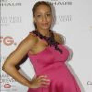 Estelle Mossely enceinte : joli baby bump au défilé Guillarmé
