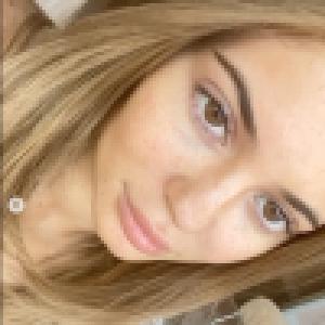 Kylie Jenner : Sans maquillage, en bikini, la bombe confinée séduit