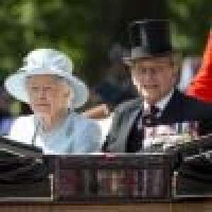 Elizabeth II comme on la voit rarement : en tenue décontractée, elle fête les 100 ans du prince Philip