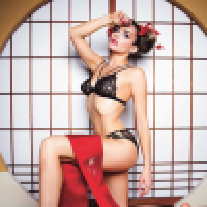 Clara Morgane : Geisha torride dans son nouveau calendrier