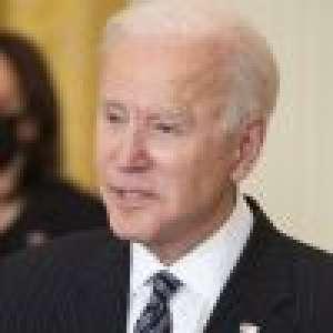 Joe Biden chute plusieurs fois, ascension difficile jusqu'à Air Force One