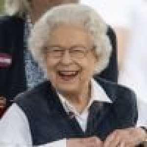 Elizabeth II souriante et reposée : elle s'offre une pause entourée de ses amis les bêtes