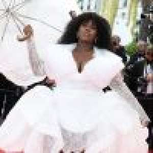 Cannes 2021 : Yseult décolletée et ultra stylée, sa tenue spectaculaire fait sensation