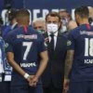 Emmanuel Macron et Mbappé complices au Stade de France, avant la chute