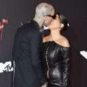 Kourtney Kardashian et Travis Barker : La passion aux VMAs 2021, face aux torrides Charli XCX et Ashanti