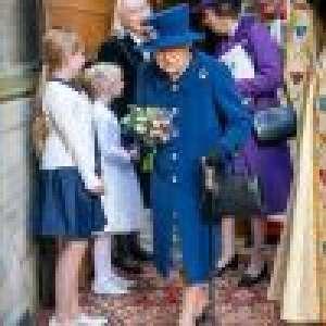 Elizabeth II marche en s'aidant d'une canne : la santé de la reine inquiète