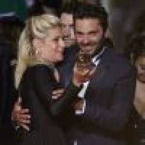 Cannes 2021 : Marina Foïs, en look rock, et Pio Marmaï déchaînés sur le tapis rouge