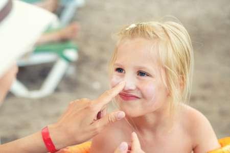 Crèmes solaires pour enfants: toujours desingrédients controversés
