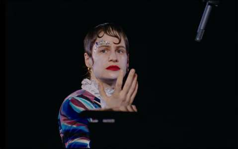 Christine And The Queens dévoile le clip de I Disappear in Your Arms