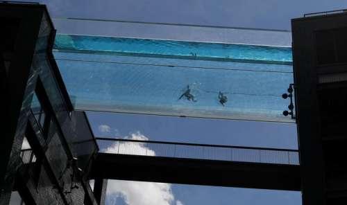 Vidéo. Une piscine suspendue entre deux immeubles a ouvert à LondresCourrier international 02/06/2021 - 17:13