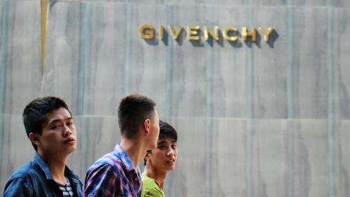 Givenchy, Versace et Coach accusés d'affront à la Chine, s'excusent