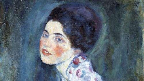 Ce tableau retrouvé dans un sac poubelle en Italie est-il un portrait signé Gustav Klimt, volé en 1997 ?