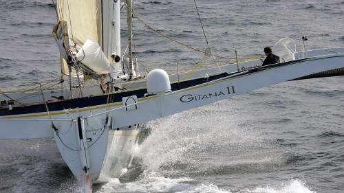 Plongez dans les souvenirs du photographe Benoît Stichelbault, qui a parcouru les océans avec les plus grands navigateurs
