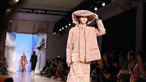 Fashion Week de New York : rangées vides au défilé post-coronavirus de la maison chinoise Mukzin
