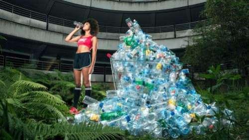 Questionner nos déchets en beauté : le photographe Antoine Repessé sur Des mots de minuit