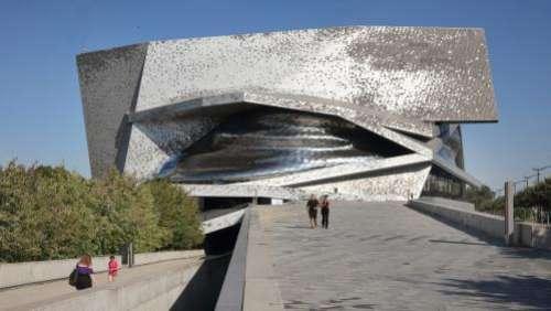Coronavirus : Madonna jette l'éponge, la Philharmonie et l'Opéra annulent, le Louvre régule ses entrées, la culture à Paris s'organise