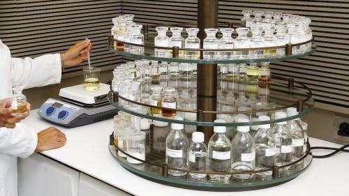 Coronavirus : le groupe LVMH annonce qu'il produira dans ses usines de parfum du gel hydroalcoolique pour les hôpitaux français