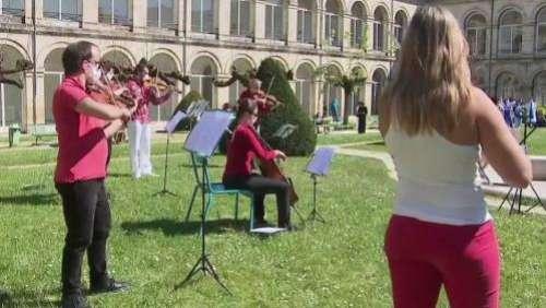 Bordeaux : un orchestre dans la cour de l'hôpital pour soutenir soignants et malades