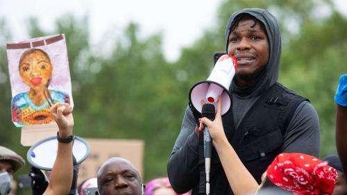 Mort de George Floyd : l'émotion de John Boyega, acteur de Star Wars, parmi les manifestants à Londres