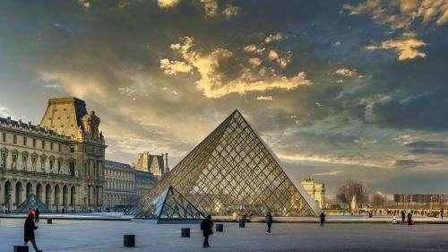 Cinq personnalités du monde des arts soupçonnées de trafic d'antiquités interpellées à Paris