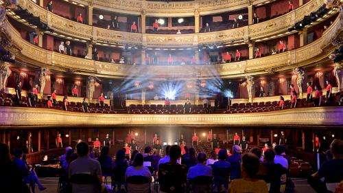 Les cent jeunes chanteurs de la Maîtrise de l'Opéra-Comique fêtent l'été, de Bizet à Leonard Cohen : un concert à voir ce soir sur France.tv/Cuturebox