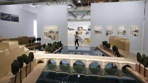 VIDEO. Le Centre Pompidou rouvre avec une exposition hommage à Christo et son révolutionnaire empaquetage du Pont-Neuf