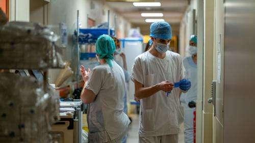 Coronavirus : avec 573 malades, la baisse du nombre de patients en réanimation se poursuit en France